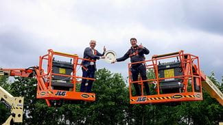 Riwal CEO Pedro Torres and JLG Vice President on JLG cherry pickers