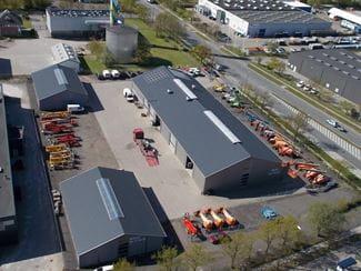 Riwal fait l'acquisition de la société AH-LIFT au Danemark et agrandit ainsi sa couverture nationale. AH-LIFT est une société spécialiste de la location de matériel d'élévation et plus particulièrement de produits de niches telles que des nacelles montées sur camion ou encore des nacelles araignées.