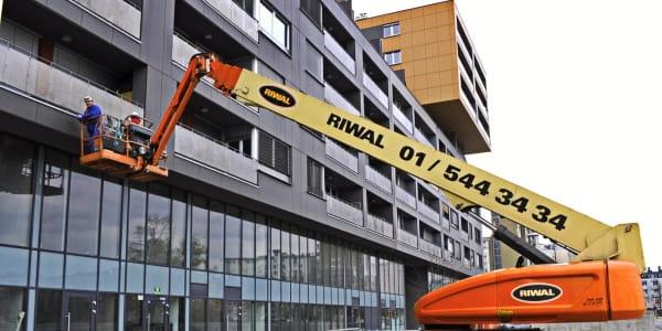 Riwal najem opreme ljubljana split zagreb prodaja dvižne košare ploščadi teleskopski viličarji usposabljanja delo na višini industirja avtokošare JLG rezervni deli Genie Manitou servis čiščenje