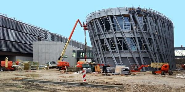 Riwal najem opreme ljubljana split zagreb prodaja dvižne košare ploščadi teleskopski viličarji usposabljanja delo na višini industirja avtokošare JLG rezervni deli Genie Manitou servis gradbeništvo